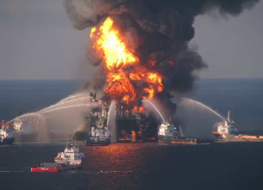Fire+boat+response+crews+battle+the+blazing+remnants+of+the+off+shore+oil+rig+Deepwater+Horizon+April+21%2C+2010.+%28Petty+Officer+3rd+Class+Tom+Atkeson%2FU.S.+Coast+Guard%2FMCT%29