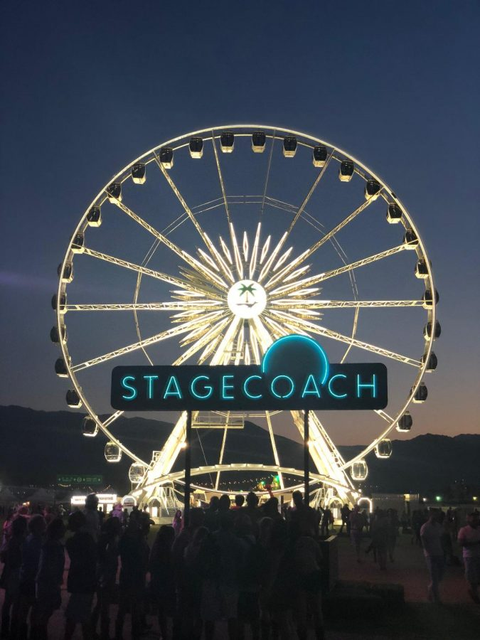 Iconic+Ferris+wheel+lights+up+the+night+for+Stagecoach+