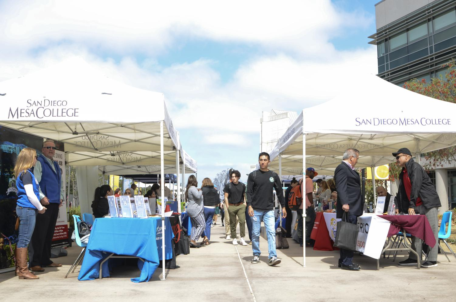 Career Fair underway at San Diego Mesa College. Photo credit: Office of Communications
