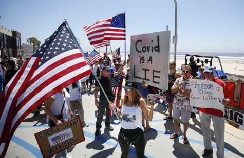 San Diegans gather at Pacific Beach to protest against stay-at-home orders. Credit: MCT Campus.